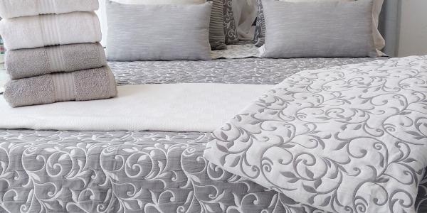Tramas Ronda: Escala de grises en tu cama